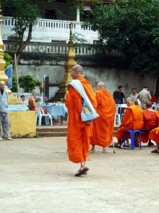 Laos, rassemblement de moines à Luang Prabang
