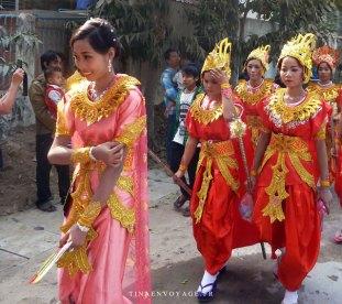 défilé amarapura femmes