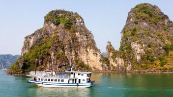 Jonques sur la Baie d'Halong Vietnam