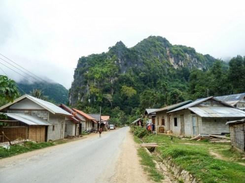 Petite rue de Nong Khiaw au Laos