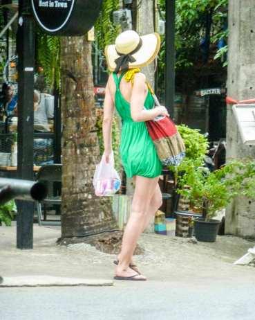 Touriste devant Lonely Beach