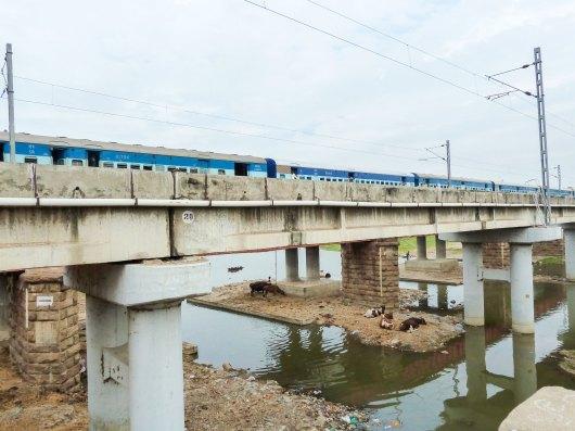 La voie ferrée sur le fleuve Vaigai à Madurai