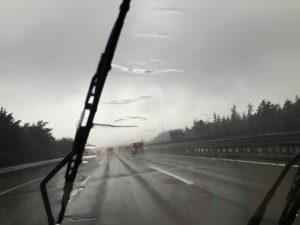 大雨 車 運転