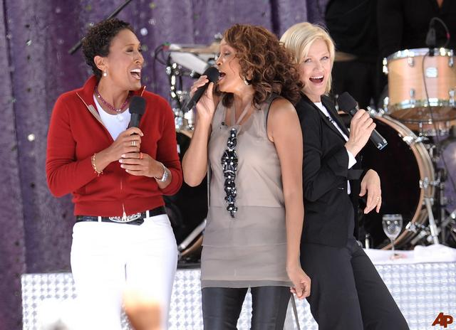 robin-roberts-whitney-houston-diane-sawyer-2009-9-1-14-40-9
