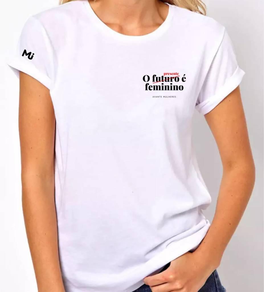 Camiseta O Presente é feminino