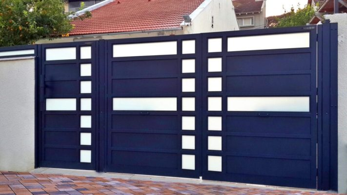 Aluminum gate with glass accents