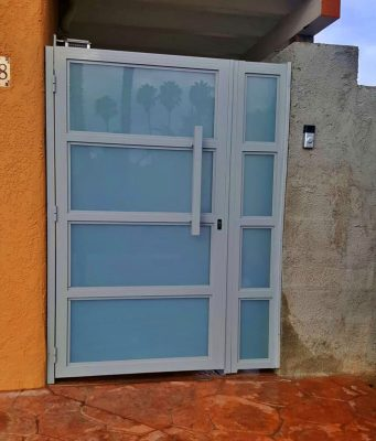 White glass and aluminum side entry gate