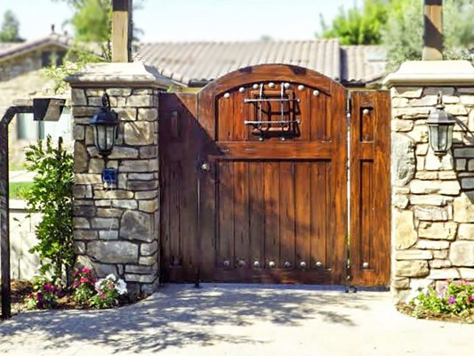 Wood driveway gate with steel accents