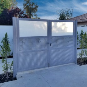 Aluminum Gate with White Glass