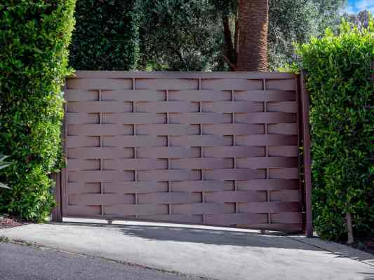 Weave Patterned Aluminum Driveway Gate - Mulholland Brand