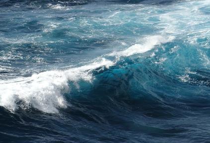 تفسير رؤية البحر الهائج في المنام 2020 موقع ملخص