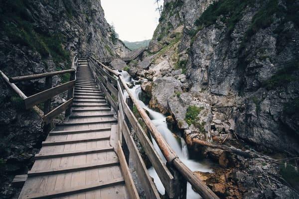 تفسير حلم نزول الدرج للعزباء 2021 موقع ملخص