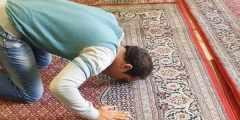 حلمت أنى إمام يصلي بالناس