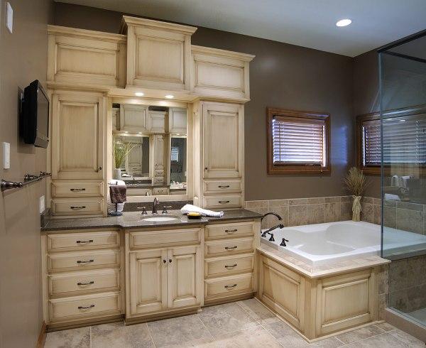 Master Bathroom Vanities and Cabinets