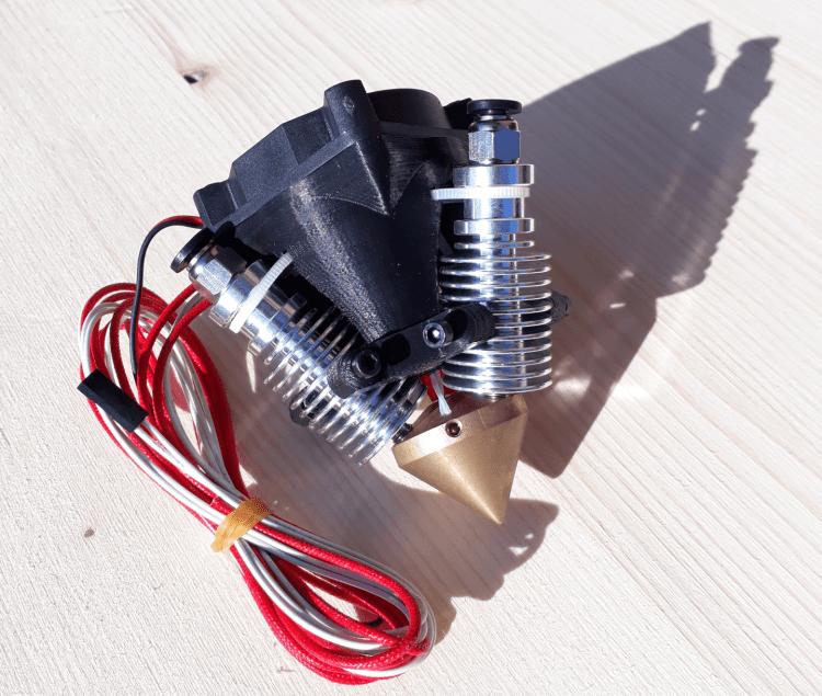 Ein mehr Filament Extruder mit Heizpatrone, Thermistor und Ventilator in der Mitte
