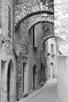 curves in the tiny streets of Southern France.