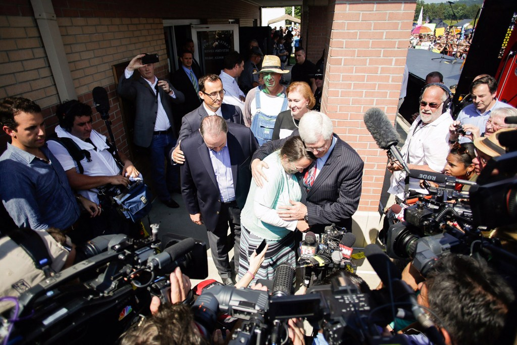 Rowan County clerk Kim Davis, center, hugs her attorney, Matt Staver, with Republican presidential candidate Mike Huckabee, centerr left, next to her after being released from the Carter County Detention Center in Grayson, Ky. The Courier-Journal via The Associated Press