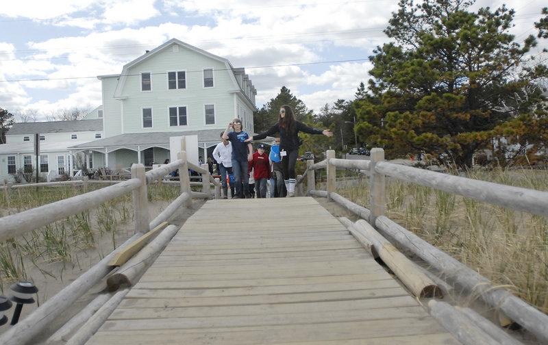 Jinx Bauer of Ferry Beach Ecology School leads a group of Lincoln Middle School seventh-graders onto the beach.
