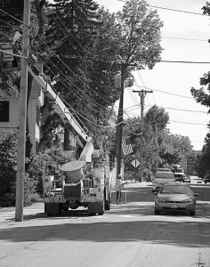 DRIVERS traveling on Washington Street in Bath give a wide berth for workers from Nex- Gen Technologies Inc. as they installed fiberoptic cable near Linden Street on Wednesday afternoon. NexGen Technologies is a Denver, Colo.-based company that delivers business and technical solutions to government and commercial businesses around the world.