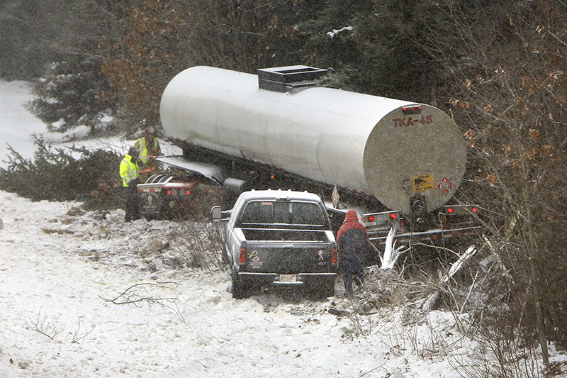Rush-hour snowstorm causes rash of accidents on Maine