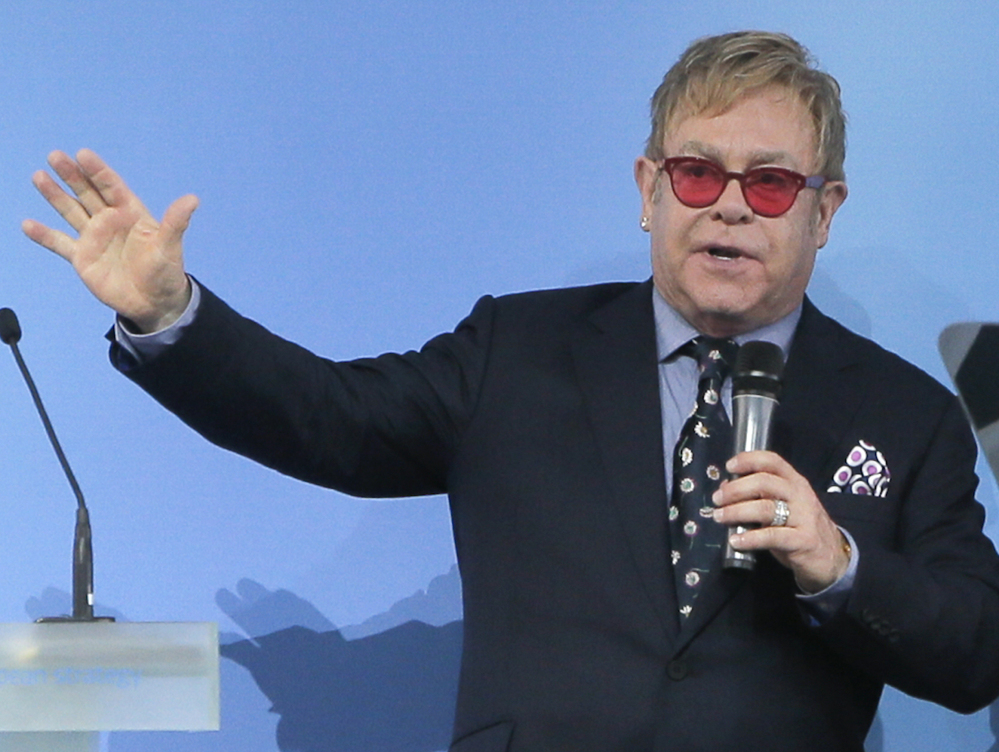 Pranked into believing that Vladimir Putin called him last week, Elton John now has spoken with the Kremlin boss.