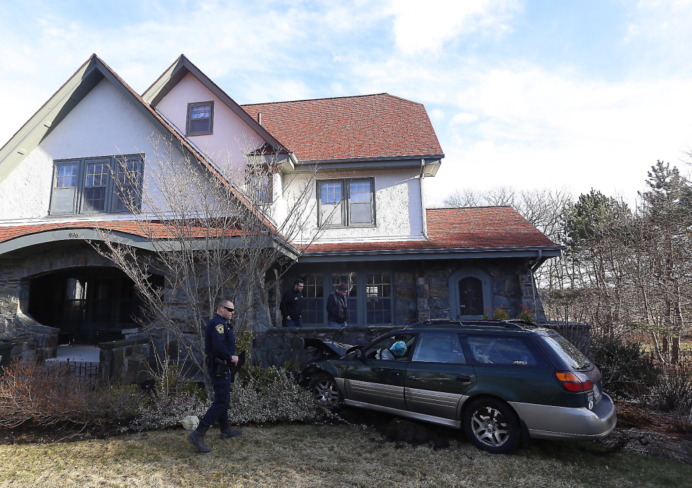 Car crashes into Sawyer Street home in South Portland - Portland