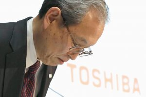 TOSHIBA CORP. President Satoshi Tsunakawa bows during a press conference at the company's headquarters in Tokyo on Tuesday.