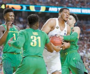 NORTH CAROLINA'S Kennedy Meeks drives between Oregon's Dylan Ennis (31) and Dillon Brooks during the first half in the semifinals of the Final Four NCAA college basketball tournament on Saturday in Glendale, Ariz.