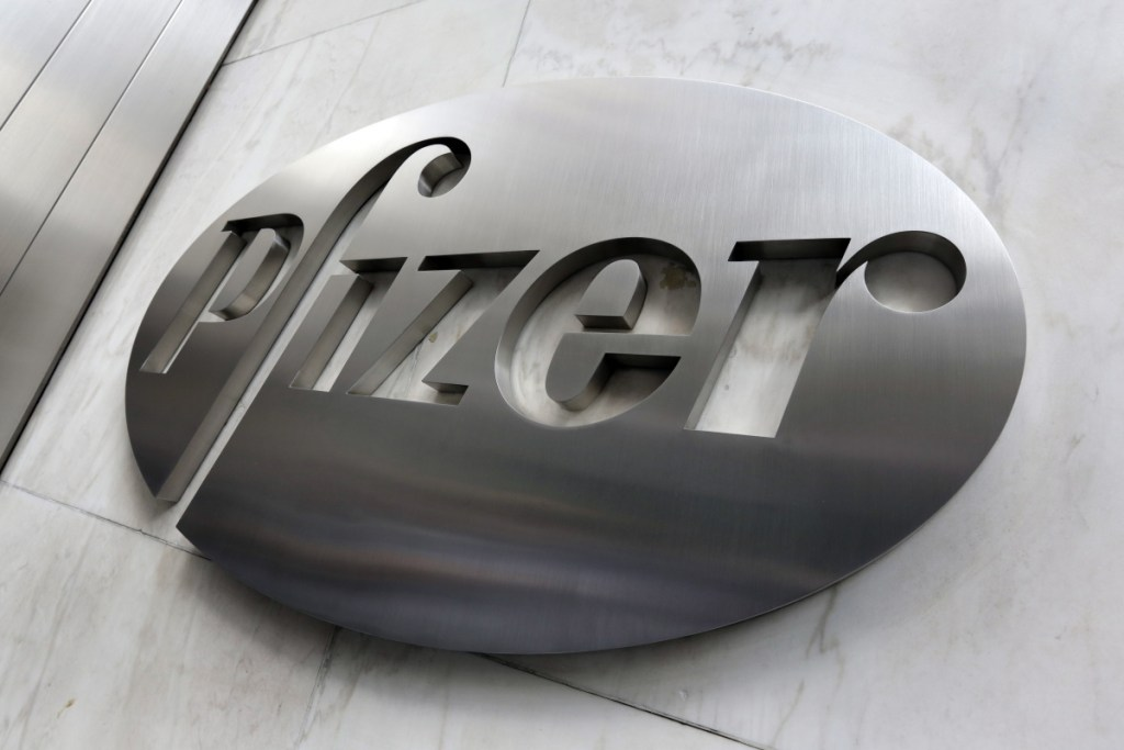 U.S. drugmaker Pfizer reported its fourth-quarter earnings at $12.27 million and issued a 2018 forecast.