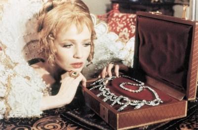 Catherine Jourdan as La reine in Les quatre Charlots mousquetaires (1974)