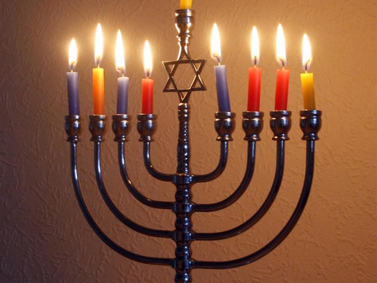 Hanuka menorah by gil dekel 2014 cc by sa 4.0