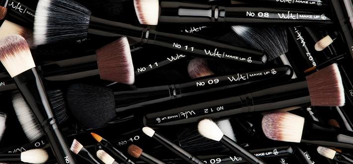A importância de limpar os pincéis de maquiagem