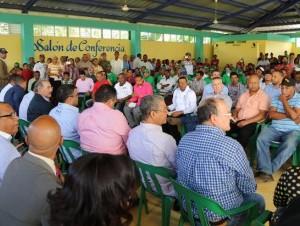 El presidente Medina se reunió con apicultores de San José del Puerto.