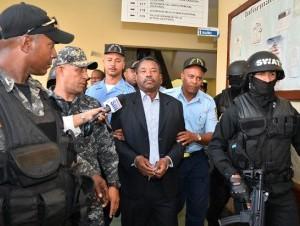 El sindicalista Blas Peralta es conducido bajo fuertes medidas de seguridad hacia la cárcel del Palacio de Justicia de Ciudad Nueva, luego de que se le impusiera un año de prisión preventiva, que deberá cumplir en un centro de La Romana.