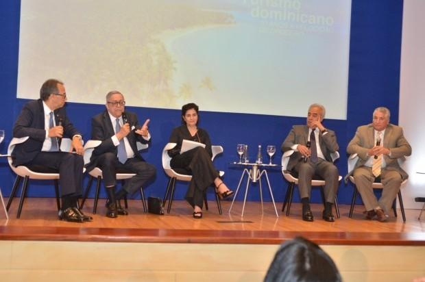 » El Banco Popular realiza conversatorio sobre turismo