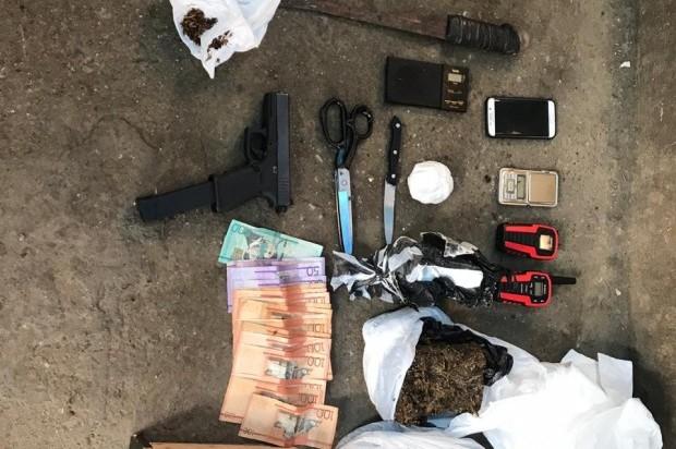 Miembros de la DNCD son recibidos a tiros en operativo; resulta muerto un deportado operaba punto de drogas