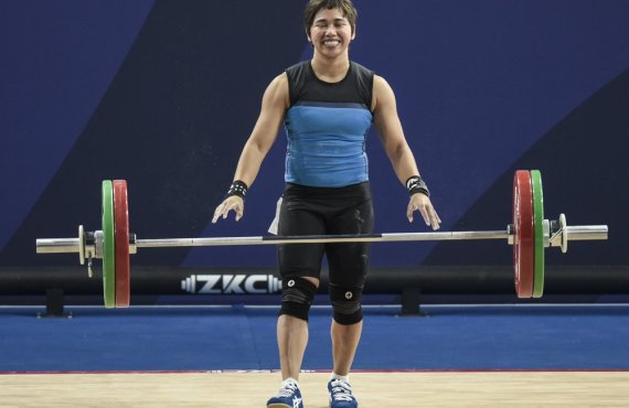 Hidilyn Diaz clinches three gold medals at Weightlifting World Cup