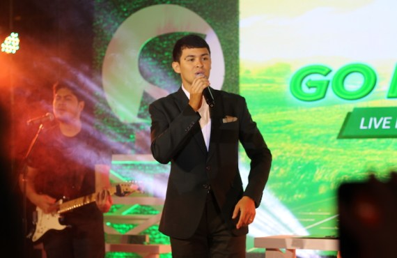 Triathlete Matteo Guidicelli is the new ambassador of Santé Barley