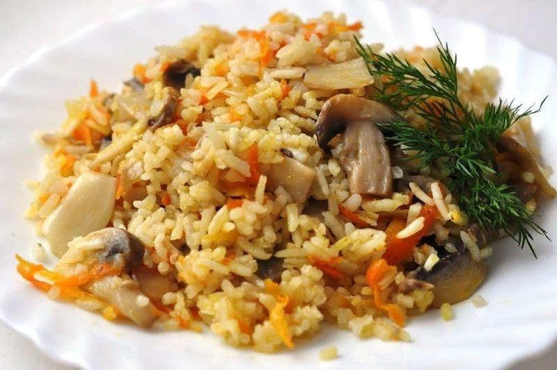 Disposer le plat fini sur des assiettes en portions et servir, garnir d'oignons verts finement hachés.
