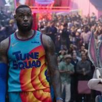 """טריילר ראשון ל""""ספייס ג'אם 2: אגדה חדשה"""", לברון ג'יימס והלוני טונס משחקים כדורסל"""