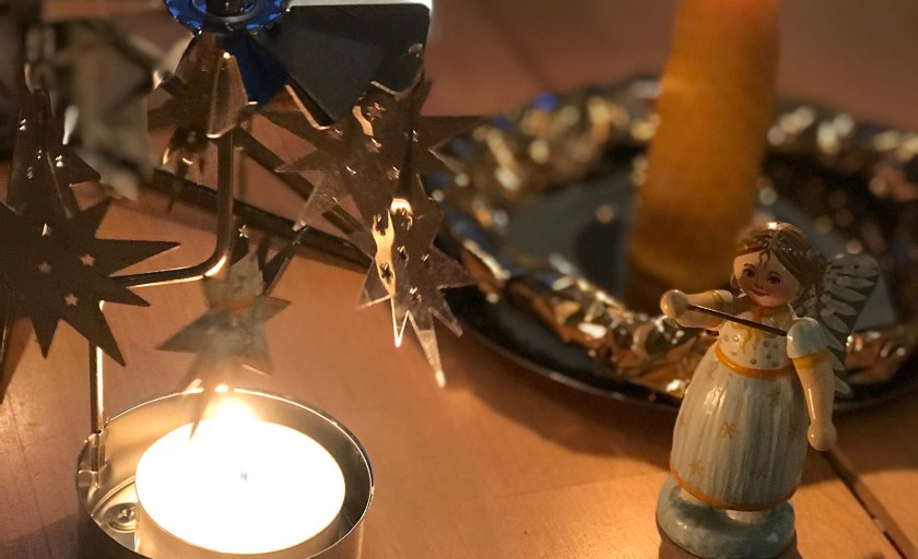 Kerzen rollen – Stimmungsvolle Bastelidee für Kinder