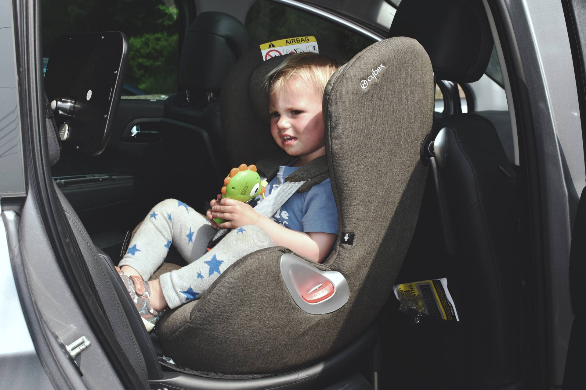 moving our toddler back into an extended rear facing carseat, we've got the Cyber Sirona which is fantastic and can be used both forward facing and rear facing