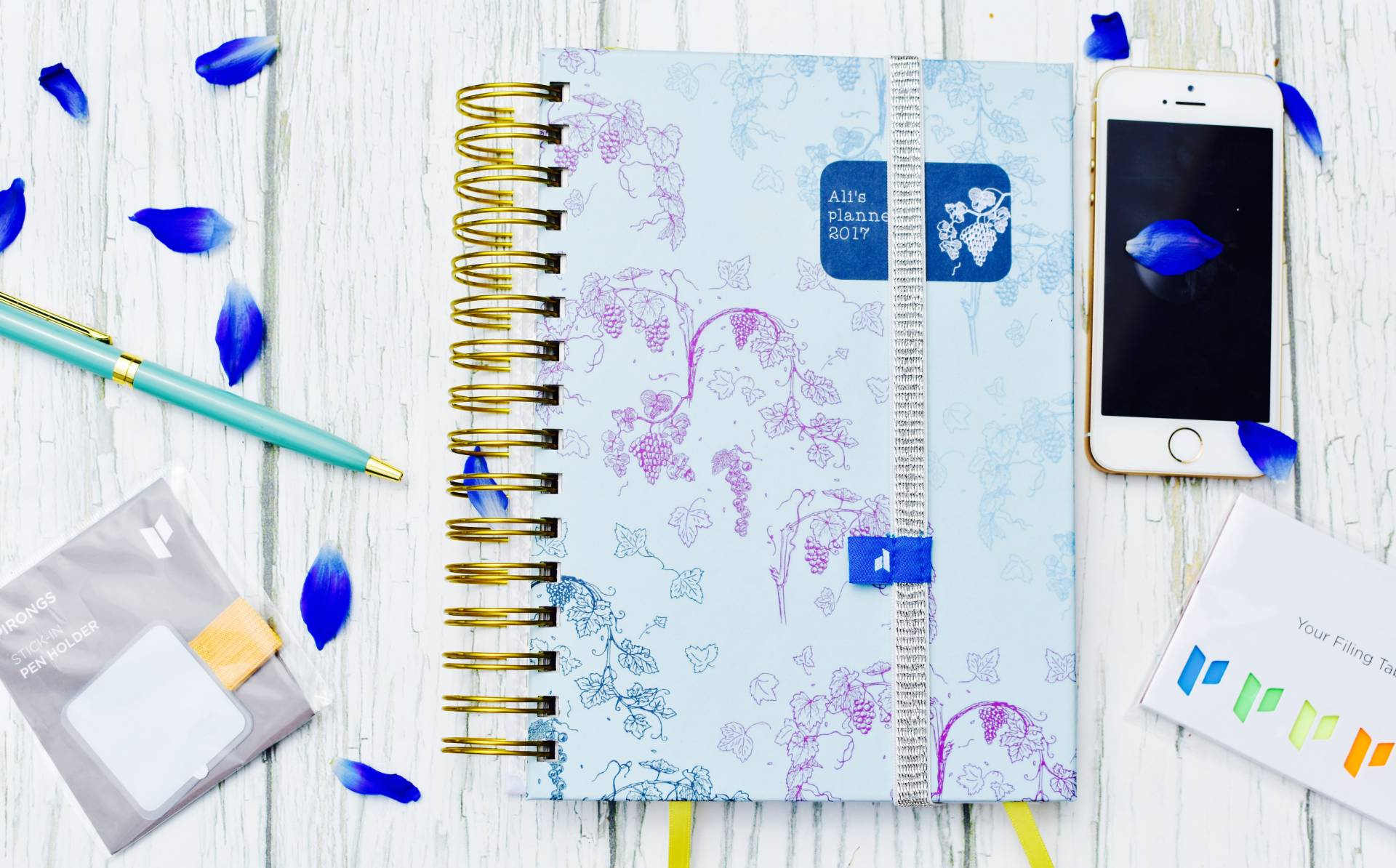 I'm a planner, a bloggerm freelancer and mum of 3 I have