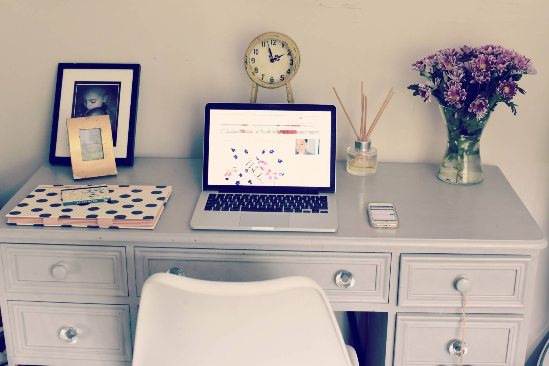 f you're looking to make your business more environmentally friendly then why not consider running a paperless office? Starting with my own small