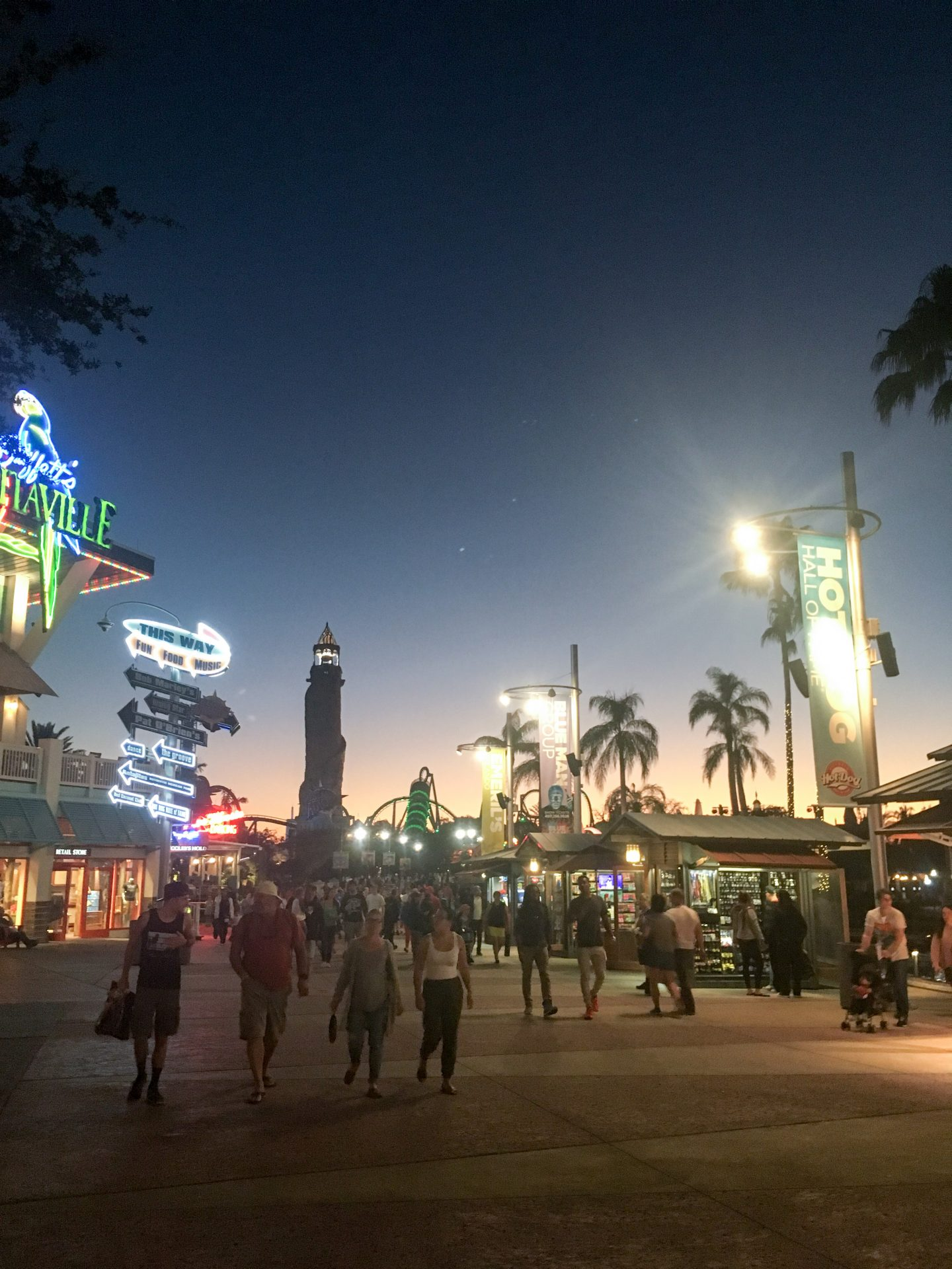 This is my last post on my holiday to Orlando staying at Universal Resort and I'm sharing everything you need know about theirtheme parks