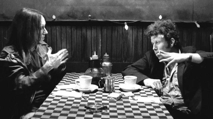 《咖啡與菸》:在吞雲吐霧間,啜飲人際的荒唐與不和諧 – Mummum Zine