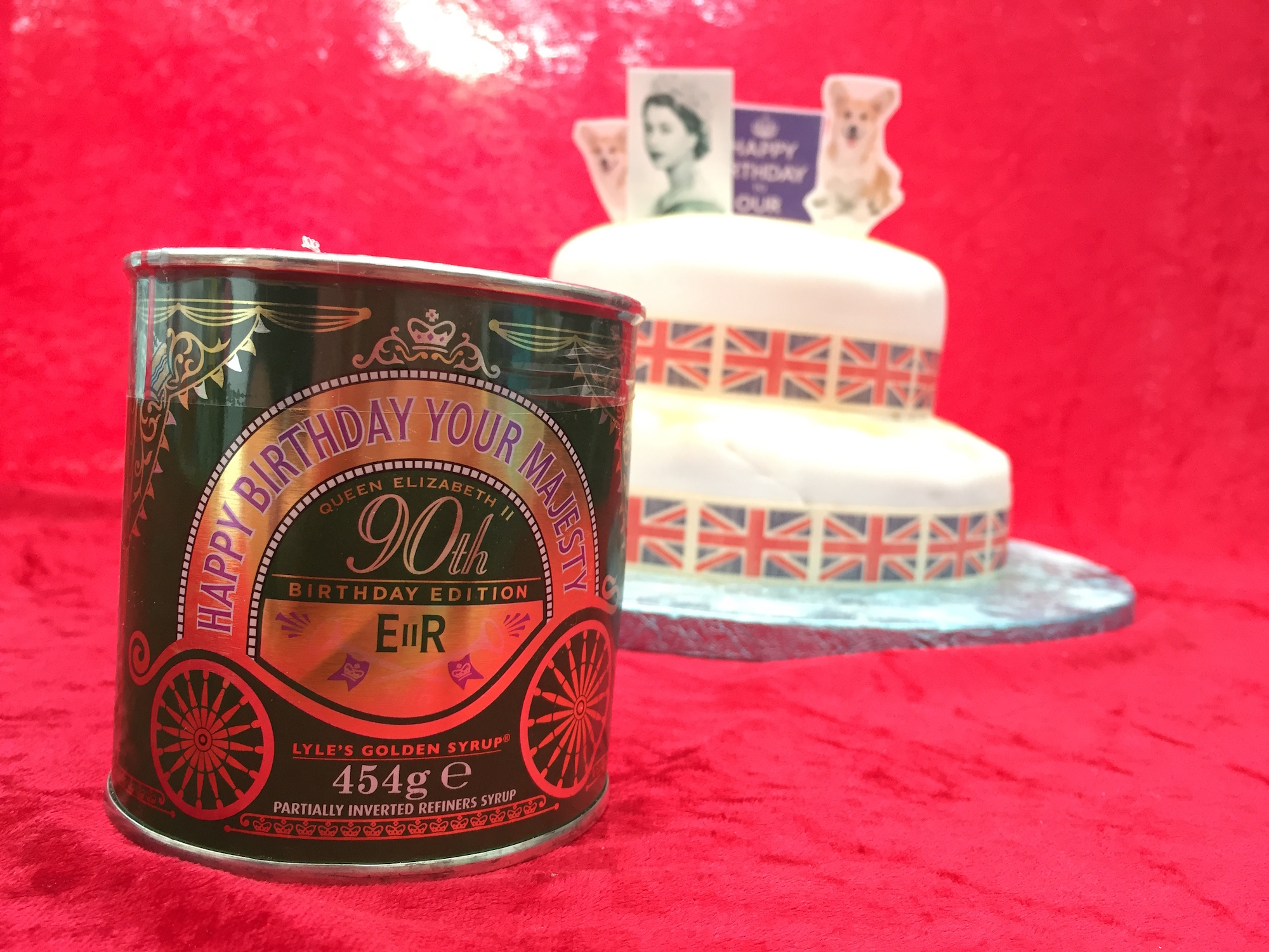 Her Majesty's 90th birthday cake #LylesRoyalCake