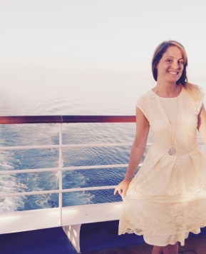 The essential cruise fashion checklist for Mums