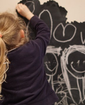 Creating a blackboard with a piece of vinyl wall art