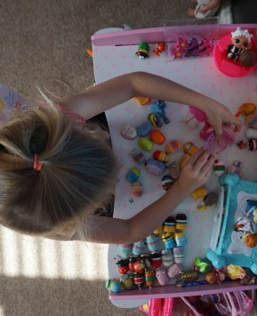 5 reasons why a dressing table is the best gift for a little girl